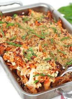Ingrédients    4 chicken breasts, butterflied  1.5 cup panko bread crumb  1 cup parmesan cheese fresh grated  1 cup mozzarella  3 tablespoons parsley  1 teaspoon dried oregano  1/2 bunch basil fresh chopped  2.5 cups marinara sauce  1.5 teaspoon salt  pepper to taste    Directions        In an 8x8 baking dish