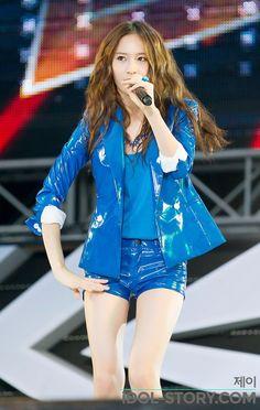 Krystal - f(x) Krystal Jung, Kpop Fashion, Girl Fashion, Fashion Outfits, Stage Outfits, Kpop Outfits, Korean Girl, Asian Girl, Tight Suit