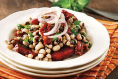 Black-eyed beans, sun-dried tomatoes and roasted beetroots salad Bean Salad Recipes, Veg Recipes, Greek Recipes, Beet Salad, Salad Bar, Soup And Salad, Salads For Picnics, Green Bean Salads, Salads