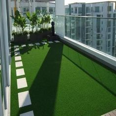 Artificial Grass in London. A nice looking Roof Garden. Artificial Grass in London. A nice looking R Apartment Balcony Garden, Apartment Balcony Decorating, Apartment Balconies, Terrace Garden, Small Artificial Plants, Artificial Turf, Artificial Grass Balcony, Fake Grass, Artificial Flowers