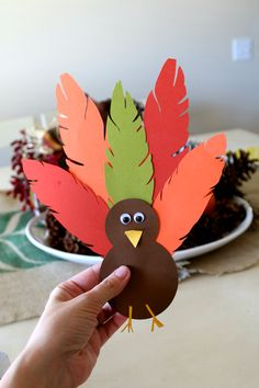 Thanksgiving Turkey Hat Tutorial - MomDot Erntedankfest (Thanksgiving) Turkey Hat Thanksgiving Headband Craft for Kids Thanksgiving Arts And Crafts, Thanksgiving Activities, Fall Crafts For Kids, Holiday Crafts, Thanksgiving Turkey, Thanksgiving Treats, Kids Diy, Turkey Hat, Fruit Turkey