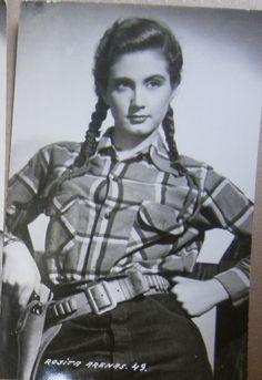 Rosita Arenas: Es considerada una de las actrices mexicanas mas hermosas de la apoca de oro del cine mexicano.