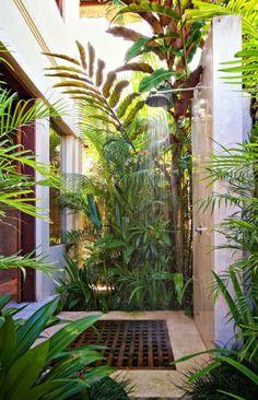 Ducha al aire libre Villa Karma Cantik Double Bedroom Outdoor Shower. Outdoor Baths, Outdoor Bathrooms, Outdoor Rooms, Outdoor Gardens, Outdoor Living, Indoor Outdoor, Chic Bathrooms, Indoor Garden, Landscape Design