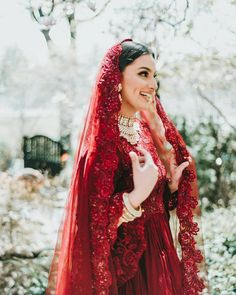 Remember a few days back I shared this photoshoot picture done by Well, so many of you were asking for a full picture of the… Bridal Mehndi Dresses, Indian Wedding Gowns, Indian Bridal Fashion, Wedding Dresses For Girls, Bridal Lehenga, Wedding Mandap, Wedding Stage, Wedding Receptions, Pakistani Dresses Casual