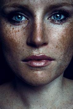 Photographer: Benjamin Alexander Model: Desi
