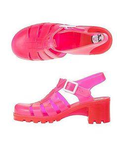 90s fashion trends: A fond fashion flashback - là loại giày nhựa có gót và nhiều màu sắc .