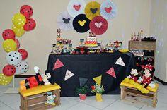 Fiz a festa de 3 anos da minha filha com o tema da Minnie! Fiquei super feliz da decoração ter ficado exatamente como queria. Foi tudo feito por mim, minha mãe, minha tias e sogra. Decorada por mim! Espero que te ajude a se  inspirar!