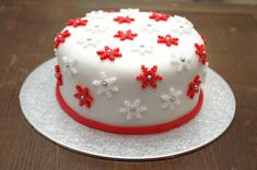 82 Mouthwatering Christmas Cake Decoration Ideas 2017 How are you going to decorate your Christmas cake? A Christmas cake is a fruitcake that is specially made in many countries all over the world for Fondant Christmas Cake, Mini Christmas Cakes, Christmas Cake Designs, Christmas Cake Decorations, Holiday Cakes, Christmas Desserts, Christmas Baking, Simple Christmas, Christmas Ideas