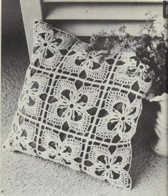 Vintage freebie - cushion pattern. Just so retro, I love it! Thanks for putting it up for us all to 'hook' xox