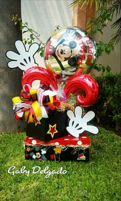 Candy Bouquet, Balloon Bouquet, Mickey Mouse Birthday, Minnie Mouse, Valentine Baskets, Balloon Gift, Happy Birthday Balloons, Chocolate Bouquet, Candy Gifts