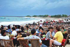 Seafood by the beach, Jimbaran Bay, Bali, Indonesia Niet gedaan afgelopen keer, maar leek ons wel leuk!
