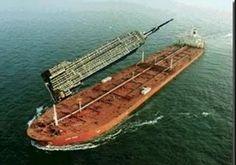 Los barcos son las estructuras móviles más grandes construidas por el hombre. En la imagen se puede ver un gran petrolero de eslora(longitud) mayor que el Empire State Biulding.
