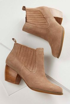 Featuring a double gored design, these refined faux suede ankle boots are the perfect addition to your fall shoe game. Shop these and more at #shopversona today!