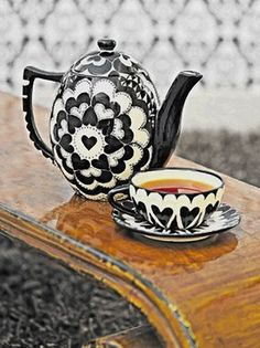 "Nkhensani Nkosi – ""Tea Time Moments"" Black and white hearts teacup, saucer and teapot Coin Café, Café Chocolate, Cuppa Tea, Teapots And Cups, My Cup Of Tea, Vintage Tea, High Tea, Drinking Tea, Afternoon Tea"