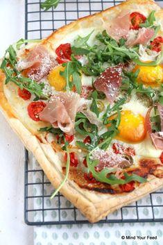 Plaattaart met ei Western Food, Pitta, Food Cravings, Quiches, High Tea, I Love Food, Vegetable Pizza, Brunch, Snacks