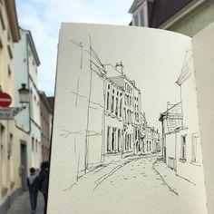 Emoty alley at Bruges #belgium #bruges #urbansketchers #TravelSketcher #TravelSketch #sketch #sketching #sketchbook #sketchwalker