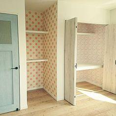 水色のドアのインテリア実例   RoomClip (ルームクリップ) Overview/壁紙/趣味部屋/まだ未完成/クローゼットの中は…