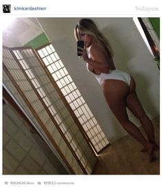 Kim Kardashian intr-o Rochie alba din Dantela si Lenjerie neagra