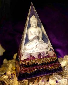 """""""A lei da mente é implacável. O que você pensa, você cria; O que você sente, você atrai; O que você acredita, torna-se realidade."""" #Buda #Orgonite Nubian Buddah vibra na #espiritualidade, #meditação e calmaria. Produzido com minerais que transmutam as energias dos ambientes. Esse orgonite facilita a #harmonia e auxilia no processo de meditação e conexão com planos superiores de energias. Nubian Buddah expande a paz, o #amor e a Luz para todos aqueles a sua volta. Contato@orgonite.com.br"""