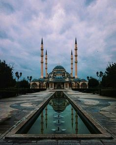 """Akhmad Kadyrov Mosque in Grozny, Chechnya also known as """"The Heart of Chechnya"""" Ancient Greek Architecture, Religious Architecture, Gothic Architecture, Sultan Ahmed Mosque, Mekka, Beautiful Mosques, Grand Mosque, Islamic World, Mayan Ruins"""