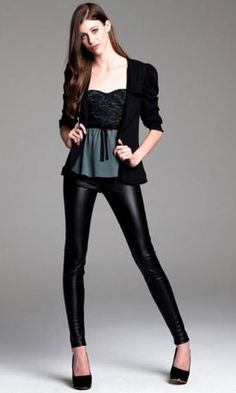 Para la noche, nada mejor que un outfit en negro.