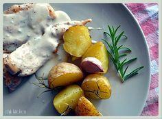 Kurczak z sosem gorgonzola i ziemniaki pieczone z rozmarynem i czosnkiem
