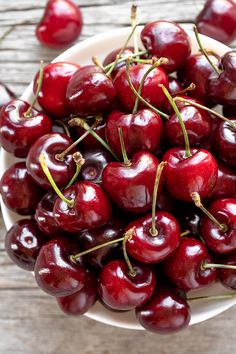 Frozen Cherries, Sweet Cherries, Herbalife, Cream Biscuits, Cherry Cobbler, Cherry Recipes, Nutrition, Cherry Season, Homemade Desserts