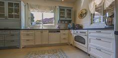 מטבח - יחידה תכלת משולבת במטבח התחתון + שטיח אריחים מודפס