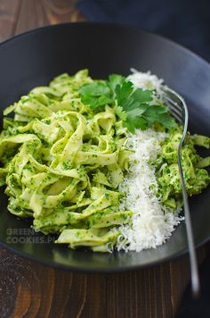 pasta with parsley pesto - miesa - Purine Diet, Parsley Pesto, Lettuce, Healthy Lifestyle, Cabbage, Spaghetti, Food And Drink, Lose Weight, Healthy Recipes