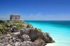 # Mexique : Paysage idyllique du Yucatan, un temple Maya devant la mer des caraïbes.