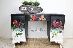 I love when beautiful colours and old-world meet, and this Vintage Farmhouse Dressing Table sure has it all. Upcycled Furniture, Painted Furniture, Diy Surprise Box, Painting Workshop, Storage Places, Tonne, Mineral Paint, Milk Paint, Paint Party