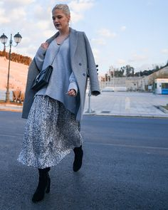 Sequin Outfit, Grey Outfit, Lace Skirt, Sequin Skirt, Embellished Skirt, Sequins, Stylists, Photo And Video, Coat
