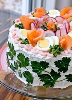 If you like sandwiches and you like cake, then it only stands to reason that you will enjoy this Swedish sandwich cake tutorial from Panini Happy. Sandwich Torte, Scandinavian Food, Swedish Recipes, Snacks Für Party, Party Desserts, Cake Cover, Wrap Sandwiches, Easter Recipes, Easter Desserts