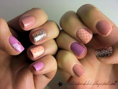beautiful mismatched manicure