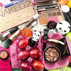Buona Pasquetta ragazze!! Noi festeggiamo con tanti prodotti golosi e sfiziosi! Dai gloss di Sephora a forma di ovetto alla linea di prodotti Tony Moly a forma di Panda! E poi le immancabili palette #UrbanDecay il maxi pennello Hoola #Benefit il bronzer di #Toofaced e i profumatissimi prodotti da bagno #Sephora! Vi auguriamo una bellissima giornata!  #beautydea #instabeauty #instamakeup #makeuplovers #picsoftheday