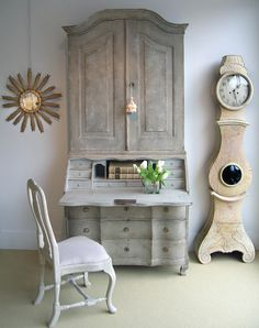 Work Happily with These 50 Home Office Designs ---- For Men Organization Ideas Farmhouse Design For Two Small Desk Work From Guest Room Library Rustic Modern DIY Layout Built Ins Feminine Chic On A Budget Storage Inspiration Bedroom Ikea Colors With Couch Swedish Interiors, Scandinavian Interior, Vintage Interiors, Rustic Furniture, Painted Furniture, Furniture Design, Handmade Furniture, Swedish Decor, Swedish Style