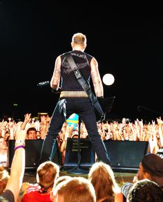 great angle unique love it, broad shoulders..! James Hetfield by the way ladies..!