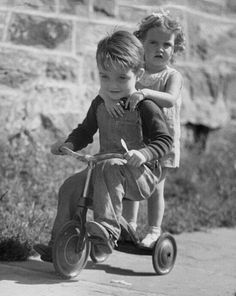 Here is a small collection of lovely vintage photos showing the cuteness when a couple of kids on a tricycle together. Kids in their sa. Vintage Children Photos, Vintage Images, Photos Folles, Black And White Pictures, Love Pictures, Tricycle, Vintage Photographs, Belle Photo, Black And White Photography