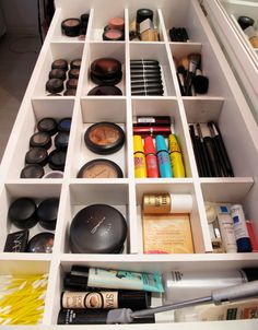 Bathroom Organization Hacks - 7 Clever Ways To Organize Your Bathroom Cabinets and Drawers Bathroom Organization Hacks, Organization Ideas, and Organizing Ideas for Small Bathrooms - Storage Solutions on a budget - Make Up Drawer Organizing ideas Bathroom Storage Solutions, Small Bathroom Storage, Bathroom Organisation, Makeup Organization, Small Bathrooms, Makeup Storage Organization, Bathroom Closet, Dresser Drawer Organization, Bathroom Hacks