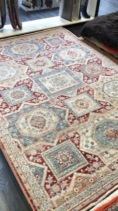 Aesthetic Room Decor, Traditional Rugs, Polyester Rugs, Classic Rugs, Paint Color Schemes, Brick, Rug Texture, Classic Pattern, Colorful Rugs
