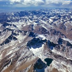 The Koh-i-Baba spur of the Hindu Kush Mountains rises between Herat and Mazar-i-Sharif, Afghanistan. Afghan Songs, Afghan Music, National Geographic Shows, Afghan Wedding, Hindu Kush, Central Asia, North Africa, Holiday Travel, Caption