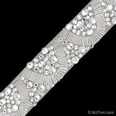 bordado perlas - Buscar con Google Tambour Beading, Tambour Embroidery, Gold Embroidery, Hand Embroidery Designs, Embroidery Stitches, Embroidery Patterns, Couture Beading, Lesage, Beaded Trim