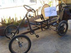 Auto a pedales hecho con material reciclado! - Bueno, siguiendo con la descripción este auto a pedales tiene tracción en una sola rueda, lo que lo hace liviano para moverlo y estable a la hora de tomar curvas cerradas, se trata de un eje de acero de 1/2 pulgada de diámetro y 50 cms de largo, que vá montado en dos descansos, (porta rodamientos, chumaceras) Karting, Soap Box Cars, Electric Bike Kits, Wood Bike, Off Road Buggy, Retro Bicycle, Cargo Bike, Pedal Cars, Diy Car