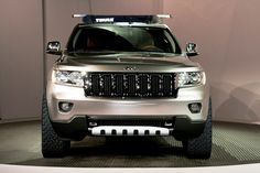 Jeep Commander featuring a Thule 460R and a fairing