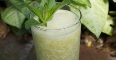 Recipe Orange, Pineapple and Mint Smoothie Juice by eco_opps, learn to make this recipe easily in your kitchen machine and discover other Thermomix recipes in Drinks. Mint Smoothie, Smoothie Drinks, Smoothies, Pineapple Mint, Orange Recipes, Recipe Community, Vegan Vegetarian, Glass Of Milk, Juice
