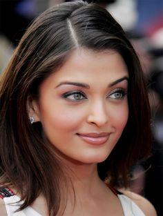 Aishwarya Rai ~ Bollywood actress Stunning...love her make-up  Hair
