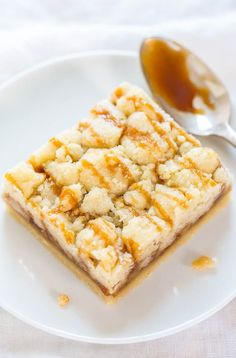 Salted Caramel Buttery Crumb Bars | 25 Ultimate Caramel Desserts | www.dreamingofleaving.com | Dreaming of Leaving