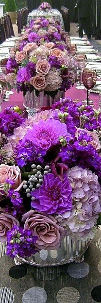 Looking for a custom floral design for your Colorado Springs wedding? We can help. You could use this picture as your inspiration. Found on/Floral....Gorgeous idea for party