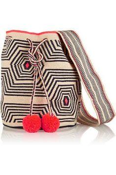 Wayuu Çanta Modelleri ,  #çantamodelleri #örgüçantamodalleri #wayuu #wayuubag… Crochet Handbags, Crochet Purses, Crochet Bags, Knit Crochet, Bucket Bag, Tapestry Bag, Tapestry Crochet, Sophie Anderson, Best Beach Bag