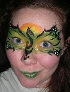 I love this facepainting of a dragon